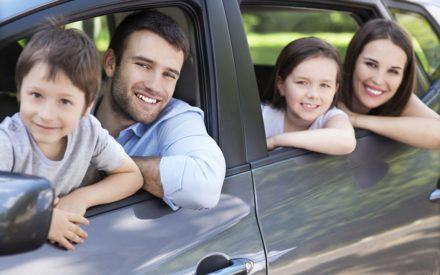 Lange Autofahrten mit Kindern: Tipps für den entspannten Urlaubstart