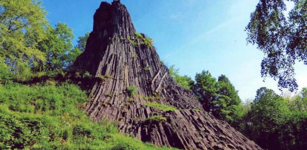 Mystischer Druidenstein, mächtige Burgen und schöne Aussichten